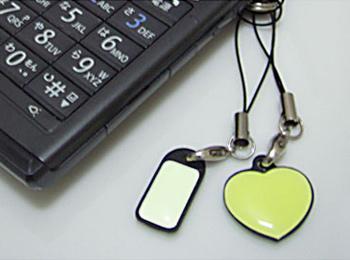 「ストラップ」 明るく光るので、暗闇で携帯などを探すときに便利です。
