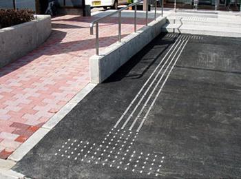 銀行 駐車場・玄関(福井県) JTK-2L(YG)、JFKA-3L